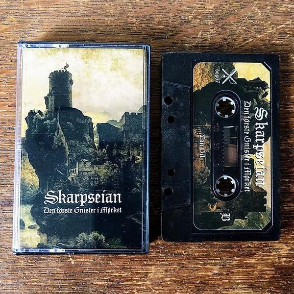 Skarpseian - Den Første Gnister I Mørket, MC